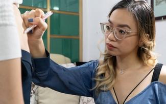 Joven hanoyense convierte cicatrices en arte