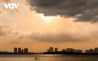 Puesta de sol sobre el lago del Oeste