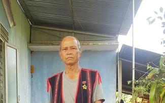 イアデ村の威信あるクソル・ヒャオ長老