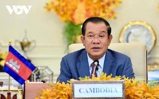 Hun Sen félicite Pham Minh Chinh de sa réélection au poste de Premier ministre