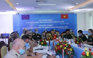 Le Vietnam et l'Union européenne parlent de maintien de la paix et d'autodéfense commune