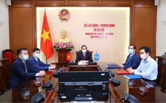 在 Covid-19 大流行危机过后,越南优先实施以人为本的复苏