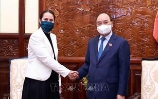 越南国家主席阮春福会见新西兰驻越大使多布森