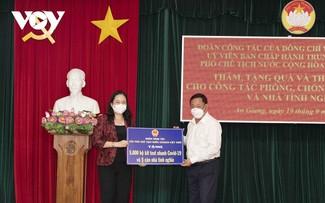 Vo Thi Anh Xuân au chevet des équipes de lutte anti-Covid-19 d'An Giang