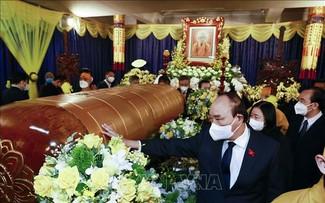 Staatspräsident Nguyen Xuan Phuc beim Kondolenzbesuch für Obermönch Thich Pho Tue
