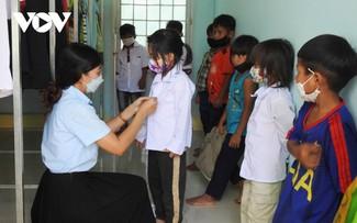 Langkah Ringan Para Siswa ke Sekolah di Kecamatan Dak Pxi, Kabupaten Dak Ha, Provinsi Kon Tum