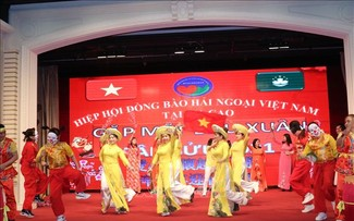 Vietnamese expats in Macau (China) gather for Tet