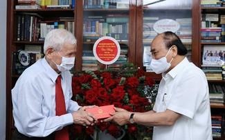 Нгуен Суан Фук выразил благодарность выдающимся журналистам-революционерам