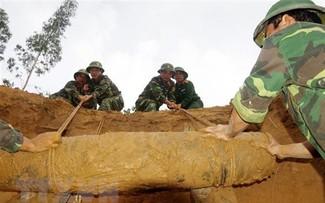 Phối hợp khảo sát khắc phục hậu quả bom, mìn, vật liệu nổ trên địa bàn tỉnh Lạng Sơn