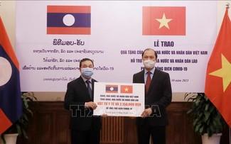 Việt Nam hỗ trợ Lào phòng chống dịch COVID-19