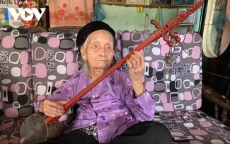 100-year-old artisan dedicated to performing Then singing