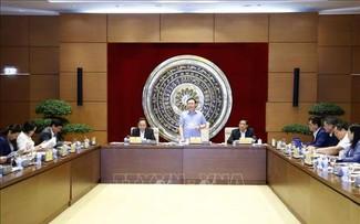 Chủ tịch Quốc hội Vương Đình Huệ làm việc với Hội đồng dân tộc của Quốc hội