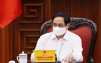 Pham Minh Chinh à la réunion de la permanence du gouvernement sur la lutte anti-Covid-19