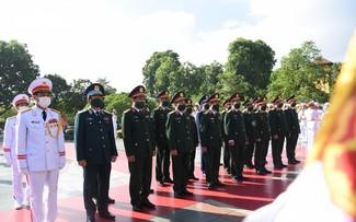 27 juillet: les dirigeants du Parti et de l'État rendent hommage aux morts pour la Patrie