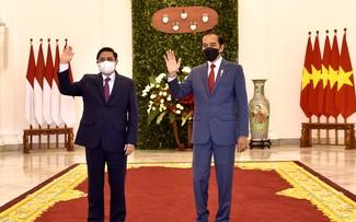 นายกรัฐมนตรีฝ่ามมิงห์ชิ้งพบปะทวิภาคีกับประธานาธิบดีอินโดนีเซีย