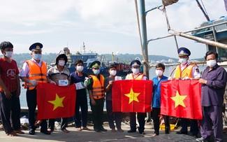 Cảnh sát biển đồng hành với ngư dân huyện đảo Bạch Long Vĩ, Hải Phòng