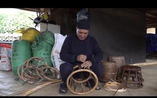 Nghệ nhân Vì Văn Chữ lưu giữ nét truyền thống qua chiếc ghế mây