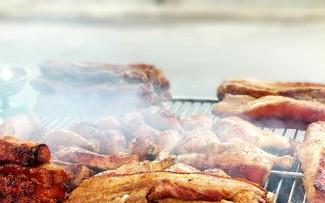 Запечённый на глиняном горшке бекон – уличное блюдо Ханоя