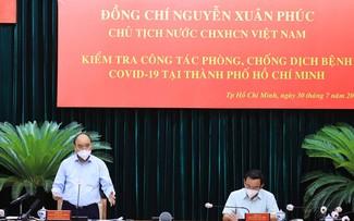 Президент Нгуен Суан Фук потребовал строго соблюдать режим социального дистанцирования и обеспечить население продуктами питания