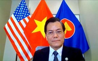 Đại sứ Hà Kim Ngọc điện đàm với Hạ nghị sỹ liên bang Joaquin Castro