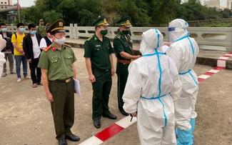 Bàn giao Công an Quảng Tây (Trung Quốc) 4 đối tượng nhập cảnh trái phép vào Việt Nam