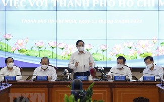 PM holds working session with Ho Chi Minh City officials
