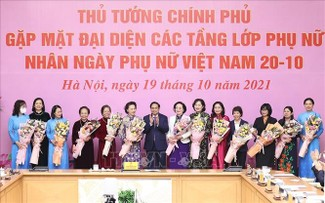 PM pledges more opportunities for Vietnamese women to shine