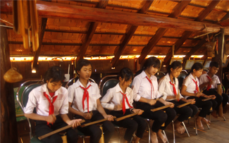 School nurtures students' passion for ethnic culture