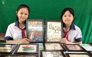Mekong Delta youth's rice paintings project nurtures students' creativity