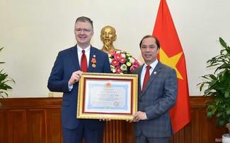 Vietnam concede gran importancia al impulso de relaciones con Estados Unidos