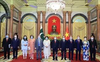 Presidente vietnamita recibe a nuevos embajadores de Argentina, Nueva Zelanda, Pakistán y Rumania