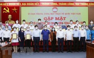 Vuong Dinh Huê plaide pour des soutiens matériels en faveur des participants à la lutte anti-Covid-19