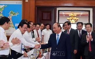 Chủ tịch nước Nguyễn Xuân Phúc làm việc tại miền Trung