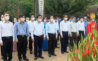 Ninh Bình: Diễn ra lễ mở cửa đền Lễ hội Hoa Lư 2021