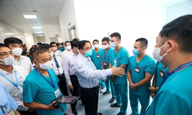 PM Pham Minh Chinh Inspeksi Rumah Sakit Lapangan Tingkat Teratas Pengobatan Covid-19