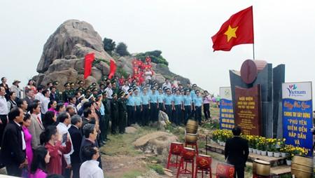 Resalta actividad de saludo a bandera nacional en extremo este de Vietnam