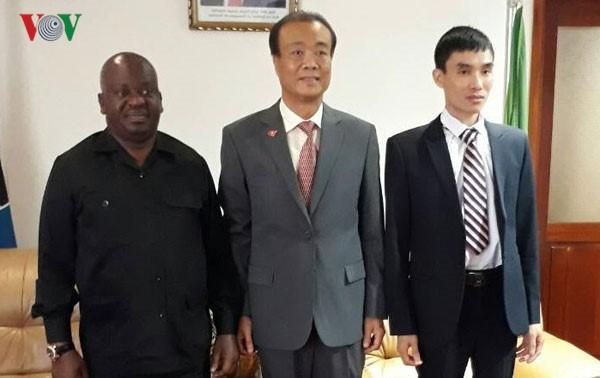 Vietnam y Tanzania promueven relaciones de colaboración multisectorial