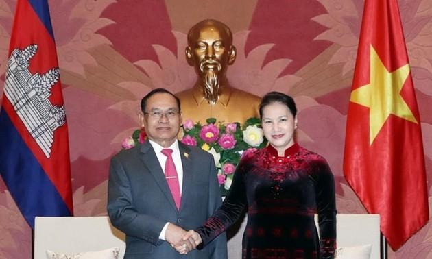 Líder del Legislativo de Vietnam se reúne con vicepresidente del Senado camboyano
