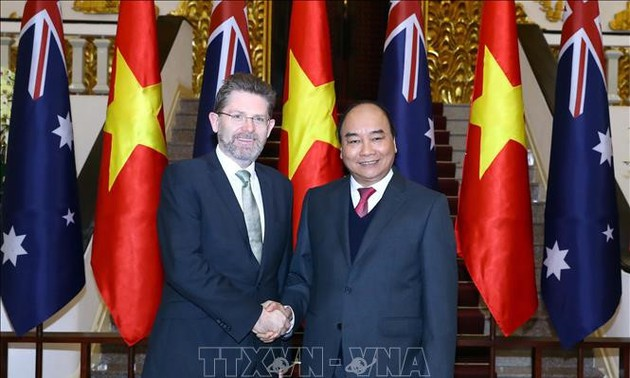 Presidente del Senado australiano recibido por primer ministro de Vietnam