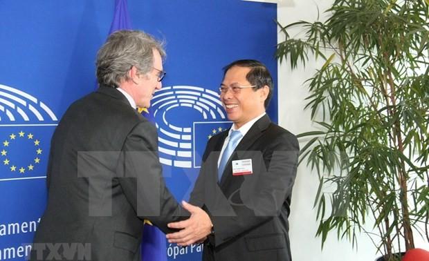 Presidente del Parlamento Europeo apoya fortalecimiento de cooperación con Vietnam