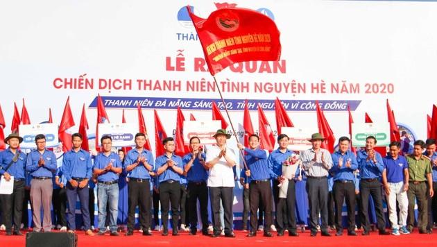 Jóvenes voluntarios apoyan a compatriotas de localidad central