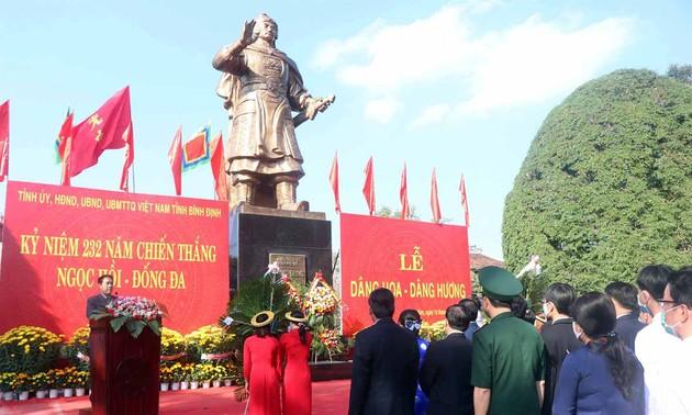 Ofrendan inciensos en honor de los méritos de los combatientes de Tay Son en Binh Dinh