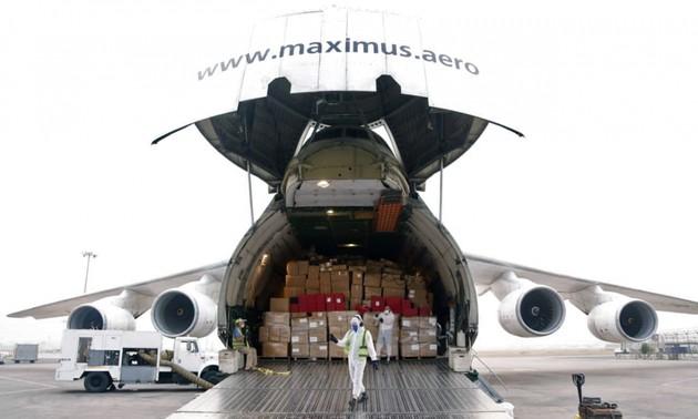 Más de 40 países envían suministros para ayudar a India superar la segunda ola de covid-19