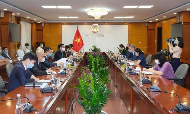 Vietnam apoya la iniciativa de transición energética del Reino Unido