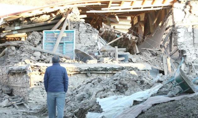 Turquía intensifica labores de rescate de víctimas de terremoto