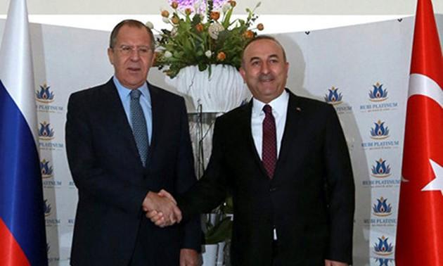 Rusia y Turquía apoyan un alto el fuego inmediato en Libia
