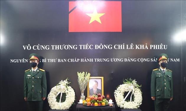 Misiones diplomáticas de Vietnam homenajean al ex líder político Le Kha Phieu