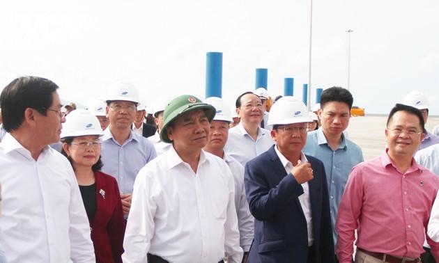 Premier de Vietnam inspecciona el complejo portuario de Cai Mep-Thi Vai