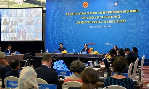 Debaten en la ONU bajo la presidencia vietnamita sobre las bombas y minas