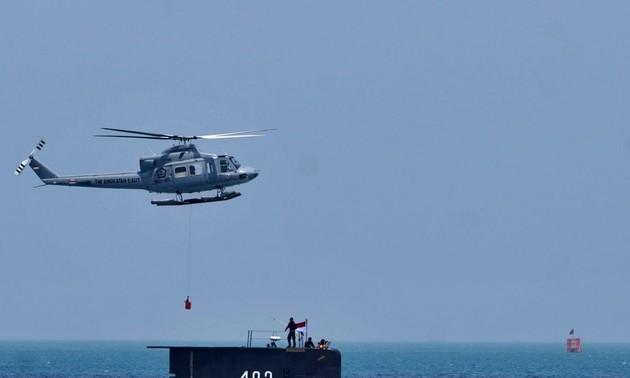 Indonesia trabaja contrarreloj en busca del submarino accidentado
